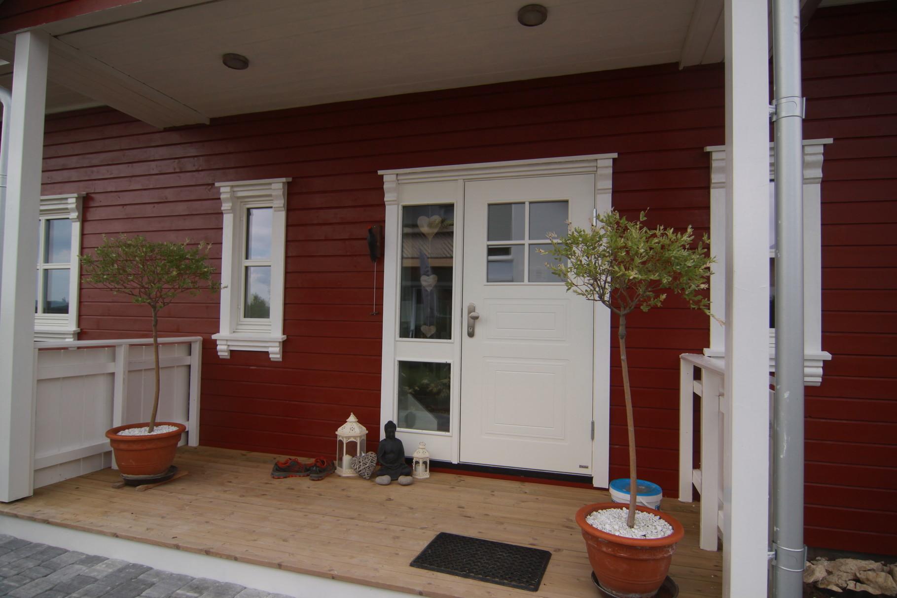 unser haus hat farbe bekommen unser schwedenhauss webseite. Black Bedroom Furniture Sets. Home Design Ideas