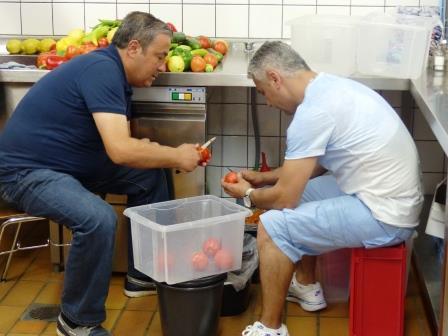 Sinan der Koch mit Helfer