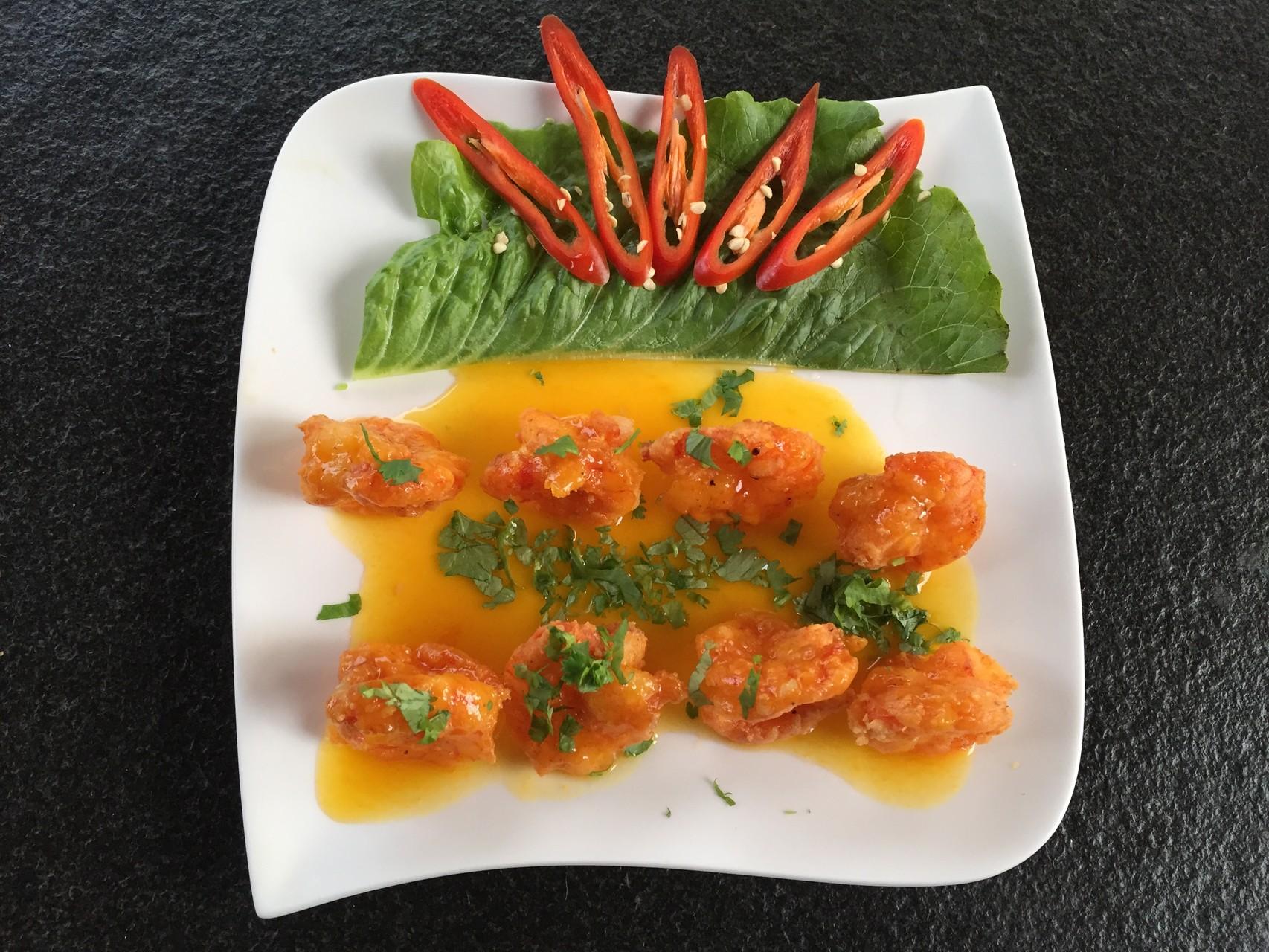 Tom sot chanh day - Knuspriger Crevetten mit frische  Passionfrüchtesauce.