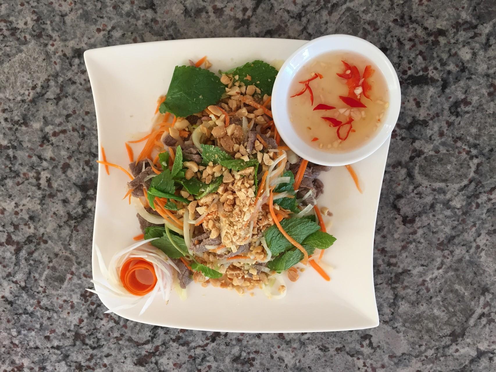 Goi Thu Du voi thit bo xao - Papayasalat mit gebratene Rindfleisch.