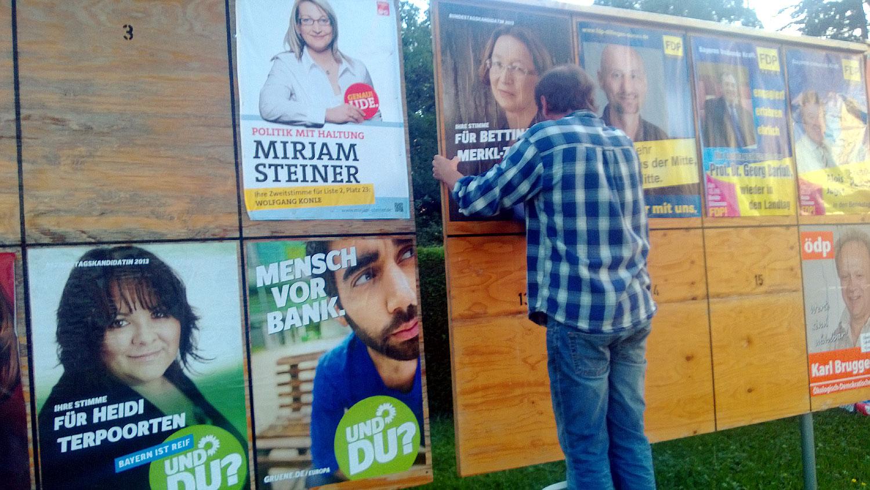 Uli Demmer plakatiert in Wertingen - Wahl 2013