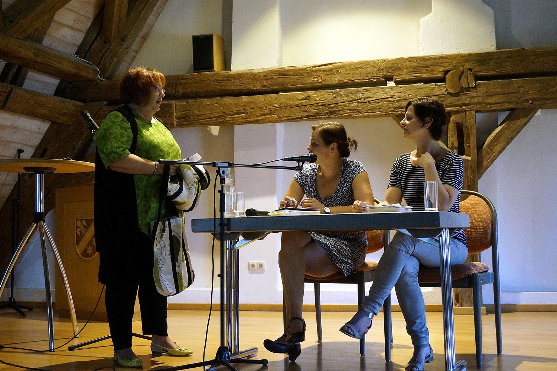 Autorinnenlesung  - mit Tanja Busse / die Wegwerfkuh