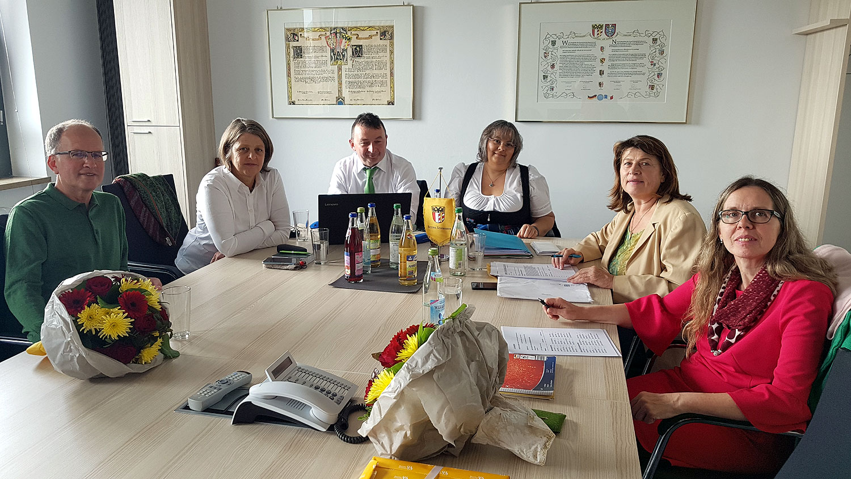 erste Fraktionssitzung Xaver Deniffel, Barbara Holzmann, Albert Riedelsheimer, Heidi Terpoorten, Christine Rietzler, Annemarie Probst