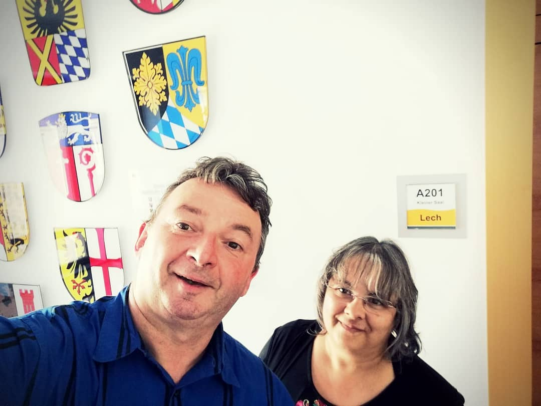 Albert und ich im Bezirkstagsgebäude