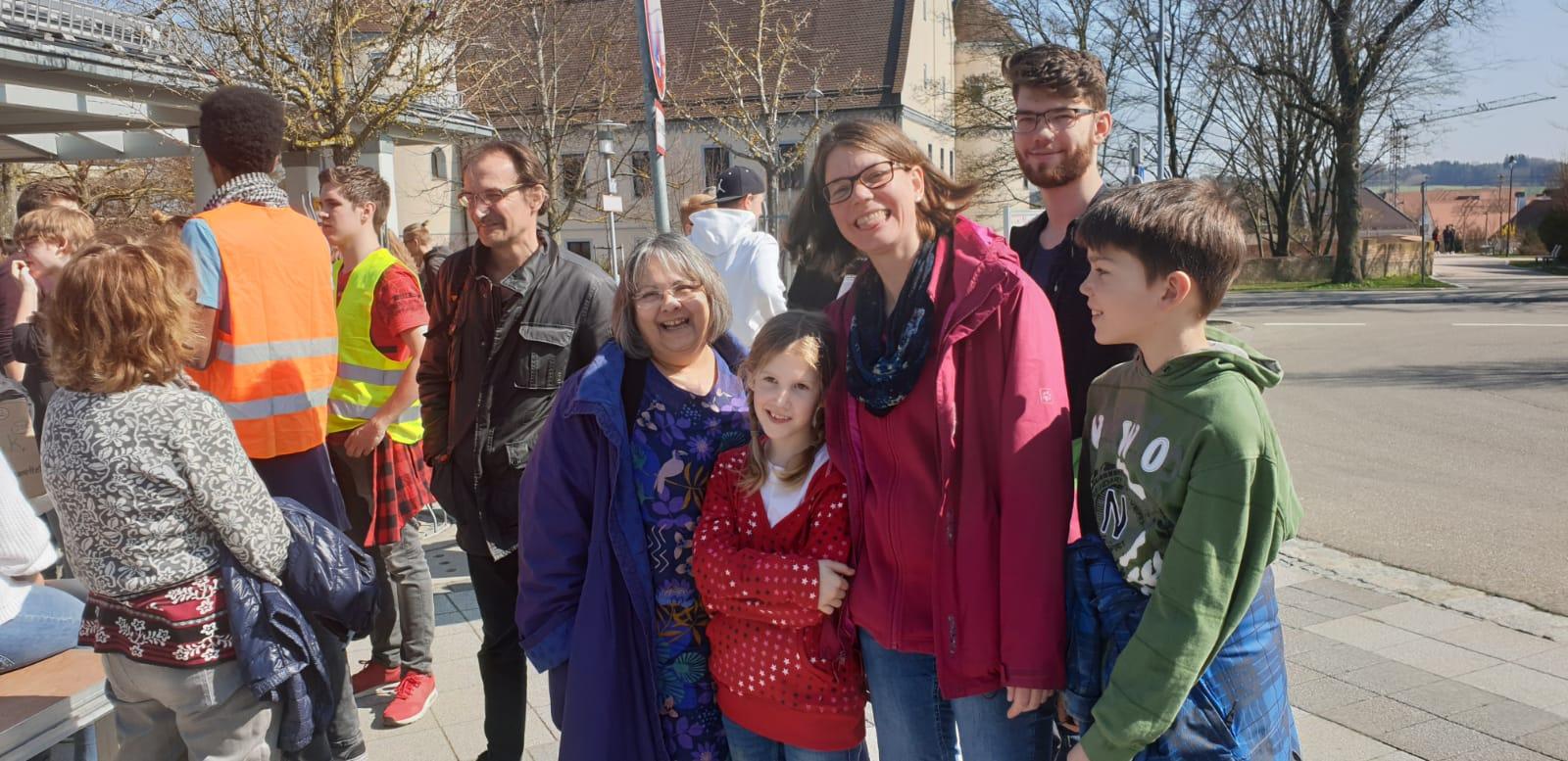 FridaysforFutureWertingen 29.03.19 mit Katja Finger und den kids