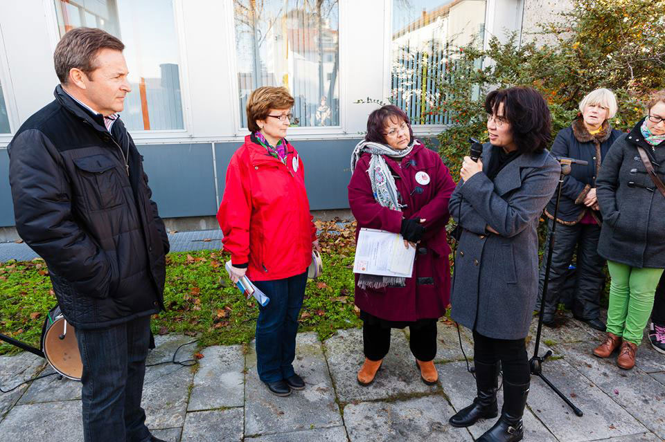 Protest in Dillingen vor dem Landratsamt - erfolgreich Putenstall in Ziertheim verhindert