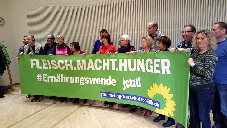 Bundesarbeitsgemeinschaft Tierschutzpolitik der Grünen - unser Banner bei der Wir haben es satt 2014