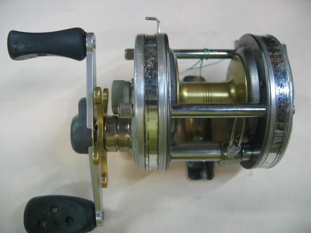 ABUの5500CL3  ¥8800  多少キズが多いですが回転はスムーズでハンドルも曲りなく綺麗です。