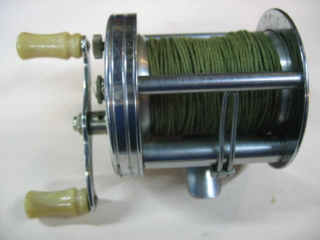 回転のいいフルーガーのトランプいまならズバリ¥9800です。(ダイレクトリールは分解整備も簡単です。)