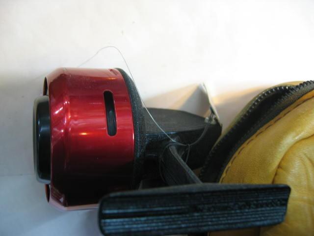 ABUgarciaの革ケース付きの珍しいタイプです。ABUのプレートが外れていますが非常に綺麗な状態です。¥15800