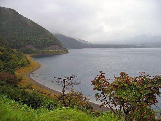 本栖湖の入り口反対側から写しました。
