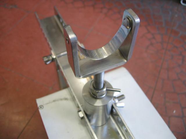 竿の全面に接するので竿全体に接地して折れにくい構造になっています。