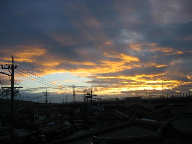 当店屋上からの朝焼け10/7日に撮影しました。
