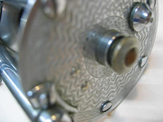 S字ハンドル付きのフルーガーのサミット、両サイドのプレートに綺麗な彫り物入りです。ズバリ¥13800