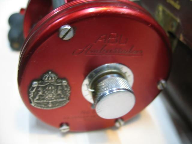 ABUの5000、4スクリュウタイプで革ケース(備品付き)で外観はキズの少ない使用感です。ズバリ24800円