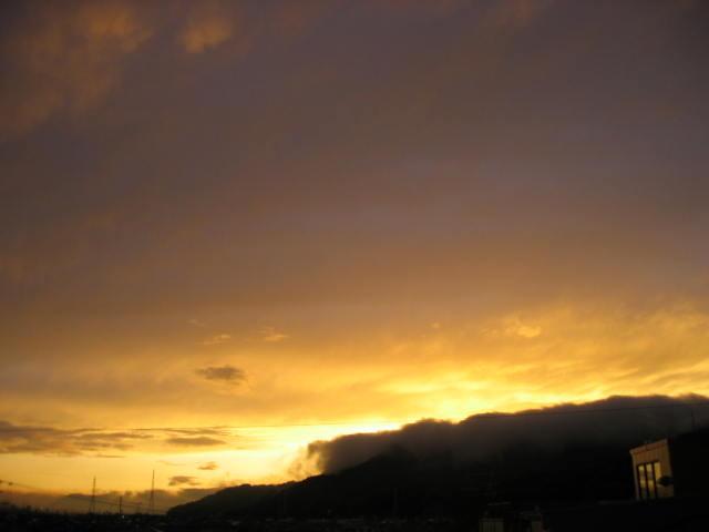 屋上からの夕焼け  2014-3/5  もうかなり太陽が北に移動してきていますね。