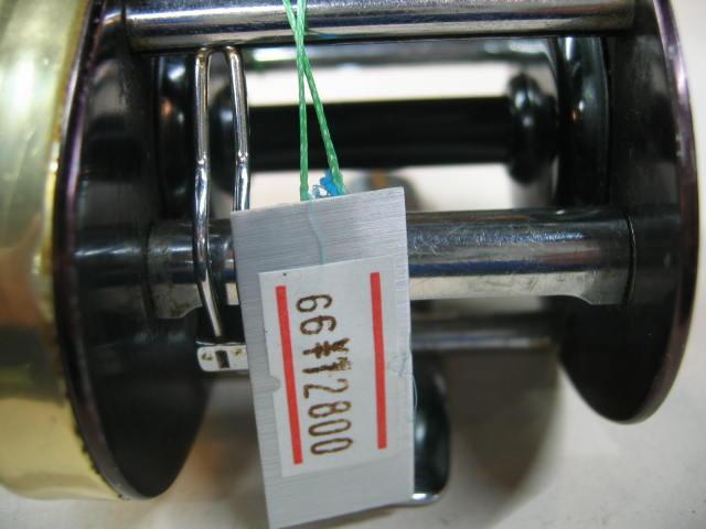 シェースクピアのダイレクトリール、モノキャストSです。ゴールドの色で回転良好です。¥12800