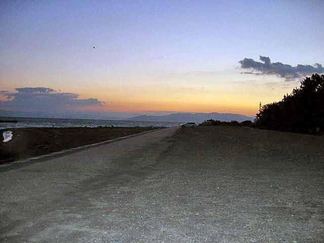 三保の朝一、暗いうちから釣り人が見えます。