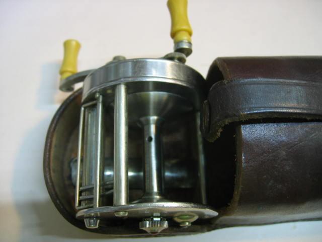 サウスベンドの革ケース付きのダイレクトリールです。入荷した日に分解整備して最高の回転にしてあります。¥19800