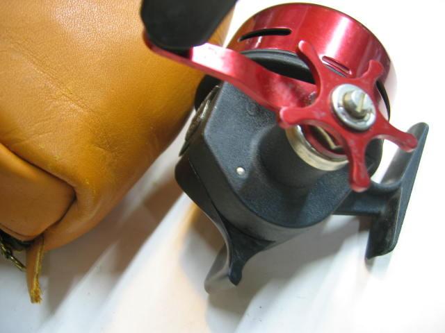 ABUのマチック170の革ケース付きの希少タイプです。使用感はありますがキズはほとんどありません。¥22000