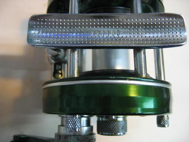 ABUの5000D(ダイレクトリール)、ハンドル側以外は前部洗浄OILアップ済みで回転良好です。ズバリ¥28800