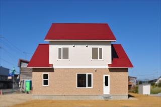 住まいの各所に収納を配置した家外観