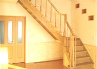 階段のある室内の写真