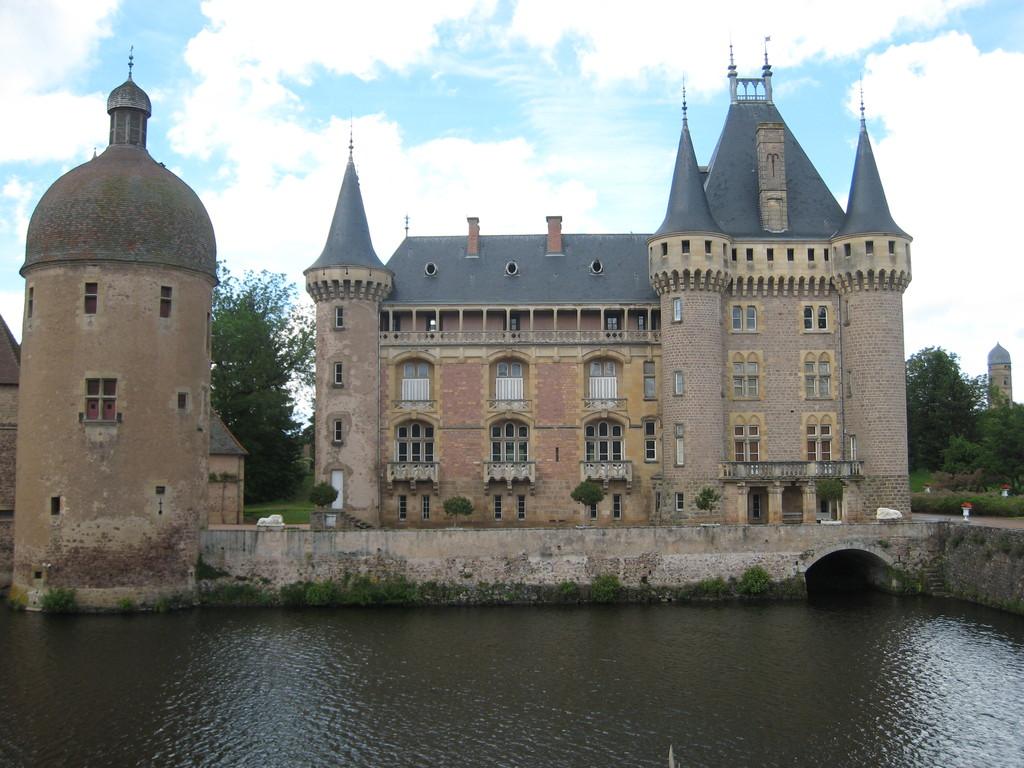 chateau de La Clayette