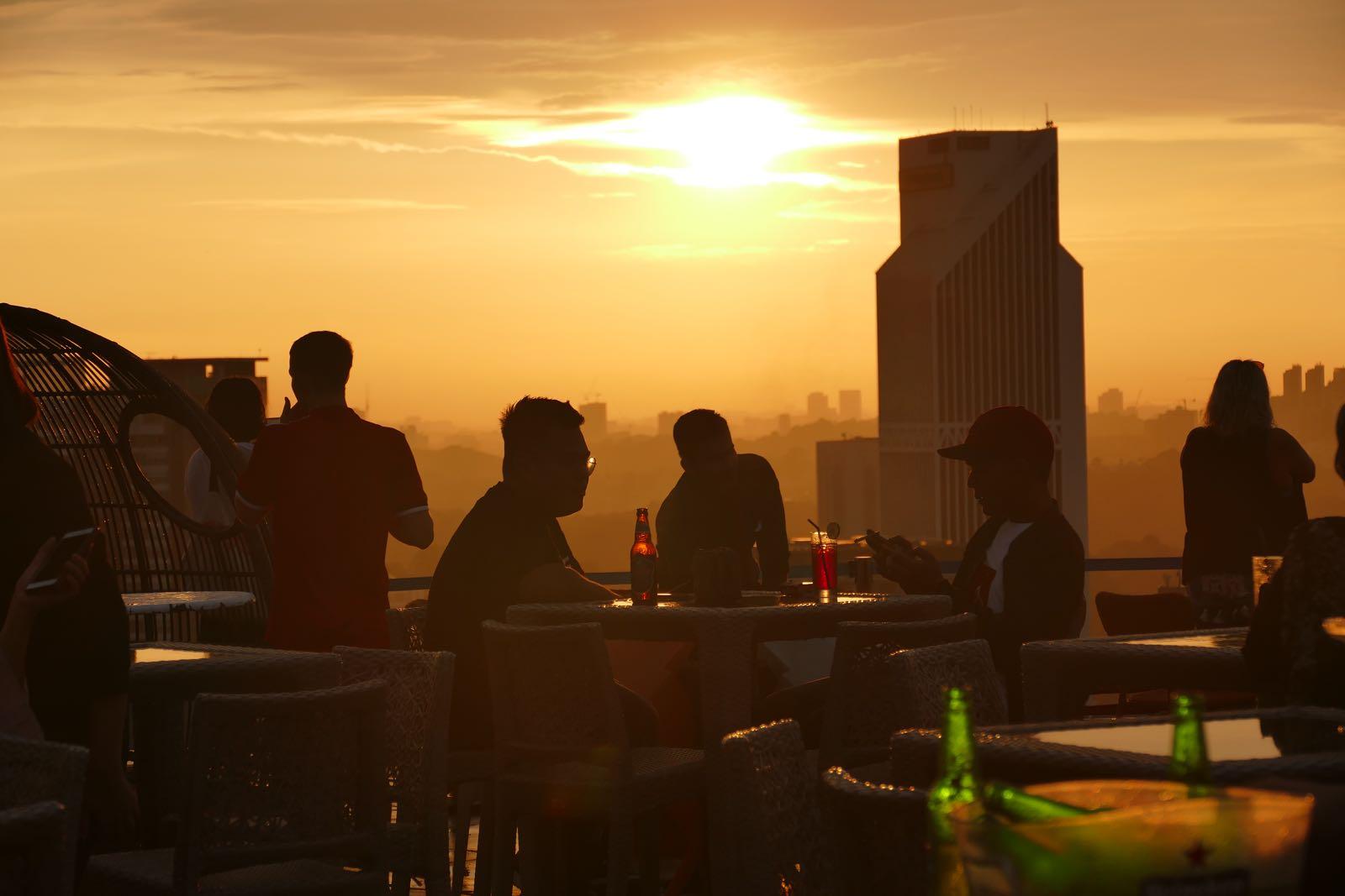 Sonnenuntergang auf der Heli Lounge Bar