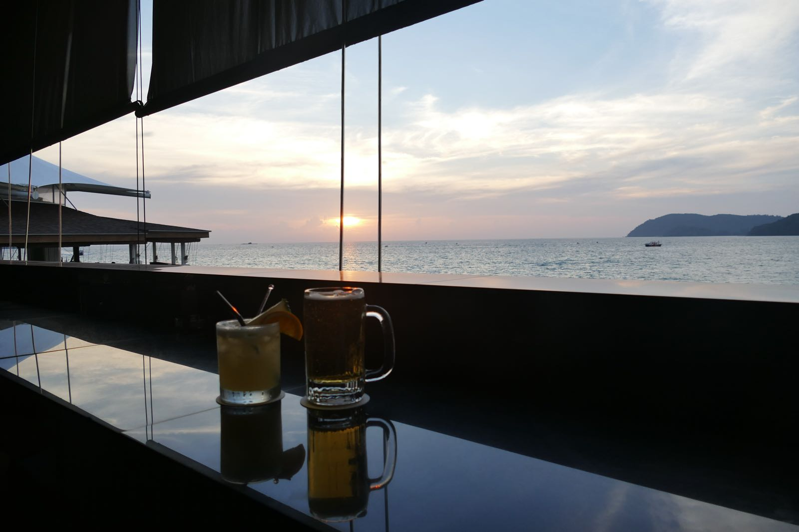 Sonnenuntergang beim The Cliff, Langkawi