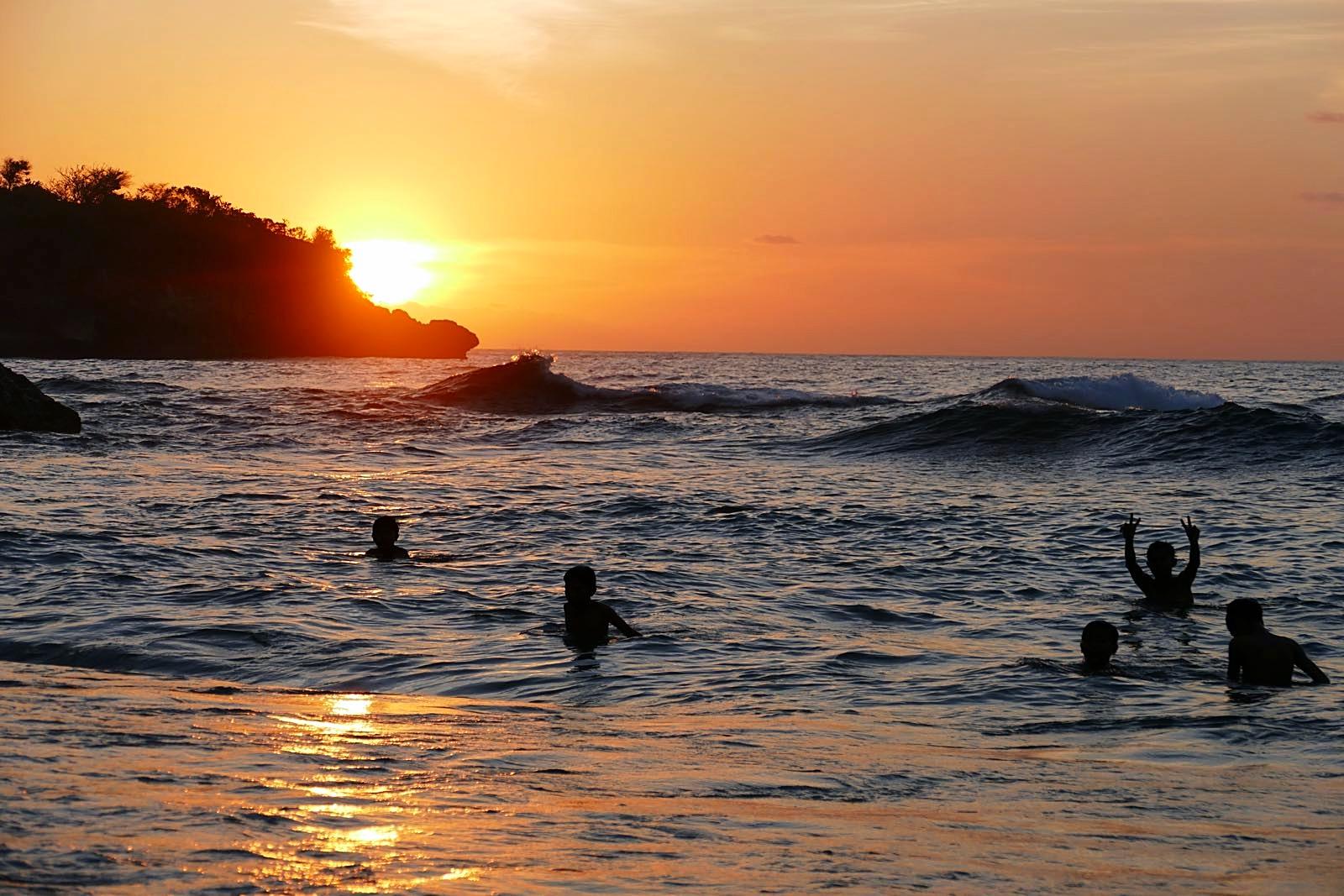 Sonnenuntergang bei Crystal Bay, Nusa Penida, Bali