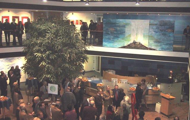 """Triptychon """"9/11"""" von Ursula Scherer im November 2001 in der Ausstellung der RV-Bank //         Acryl-Mischtechnik mit Blattgoldauflage auf Leinwand  //  Maße:  3 x (1,6 x 2 m)"""