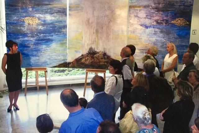 Eröffnung der Ausstellung im  August 2008 mit Finissage am 11.September 2002  im Landratsamt Miltenberg  //      zu sehen ist das  Triptychon 9/11  von der Künstlerin Ursula Scherer,  die die Anregung zur Gedenkveranstaltung gab.