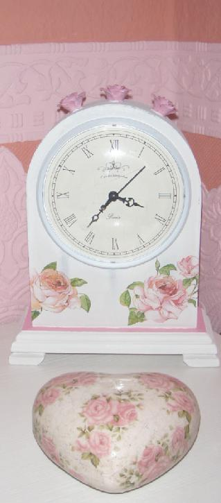 Uhr im Holzgehäuse ... vom Dänischen Bettenlager .. dann umgestaltet.