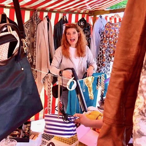 Die verrückte kleine Nina beim Verkaufen gestört – Kamikatzedesign-berlin