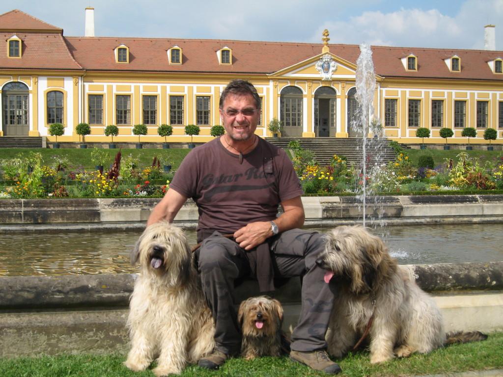 Barockgarten, Rudi Fehm mit Tamie, Ben und Paula