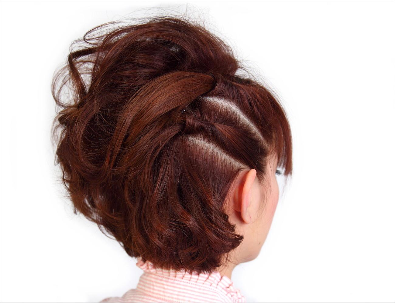 片側ねじり上げの巻き髪盛りヘア