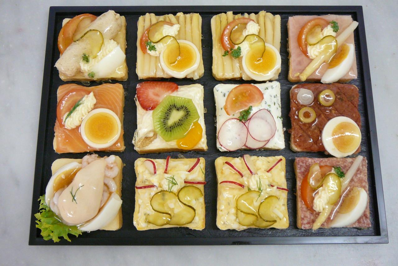 Canapé-Platten mit 12 oder 24 Stück assortiert nach Wunsch
