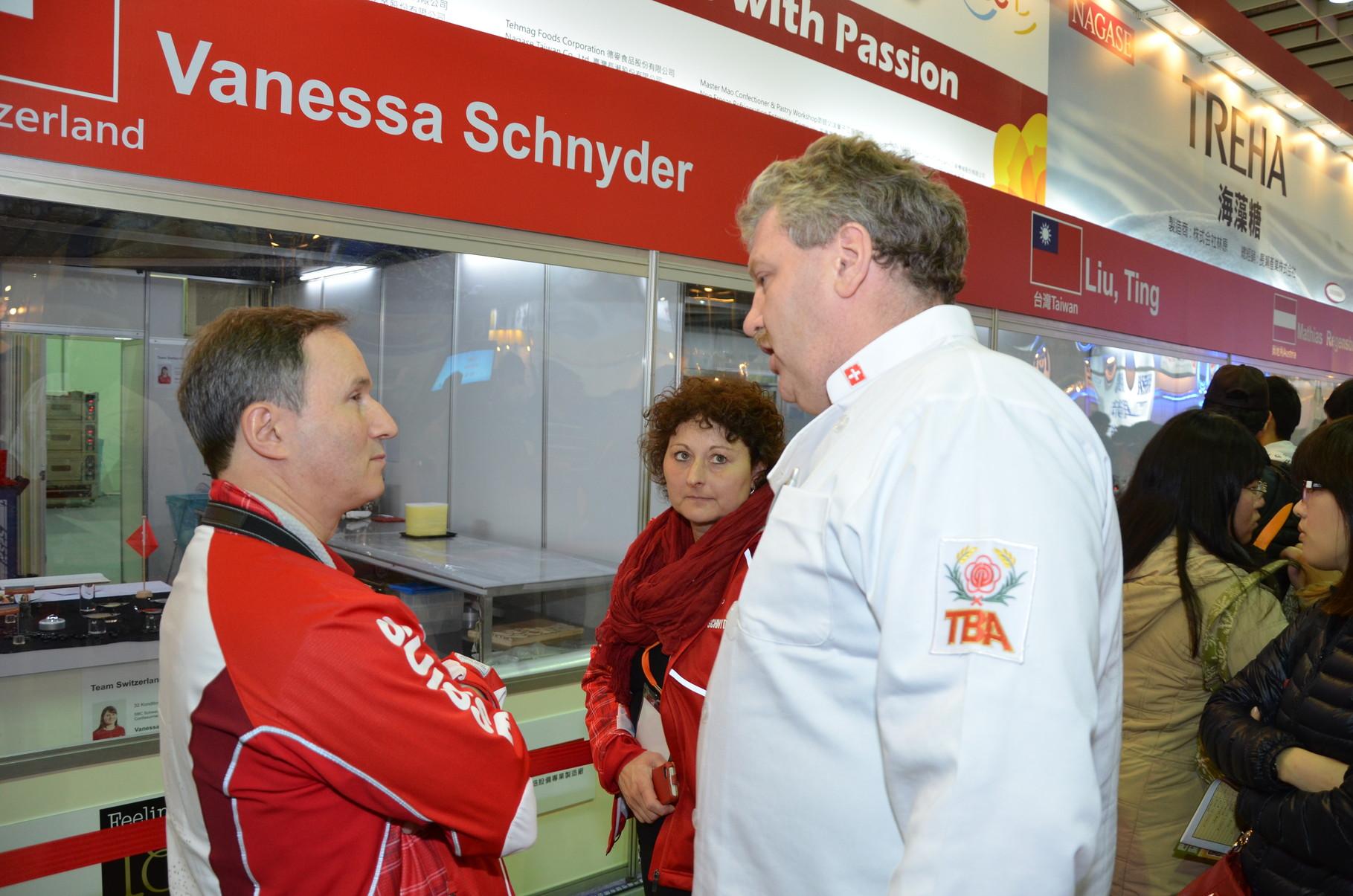Diskussionen im Schweizer Team nach dem Wettkampf
