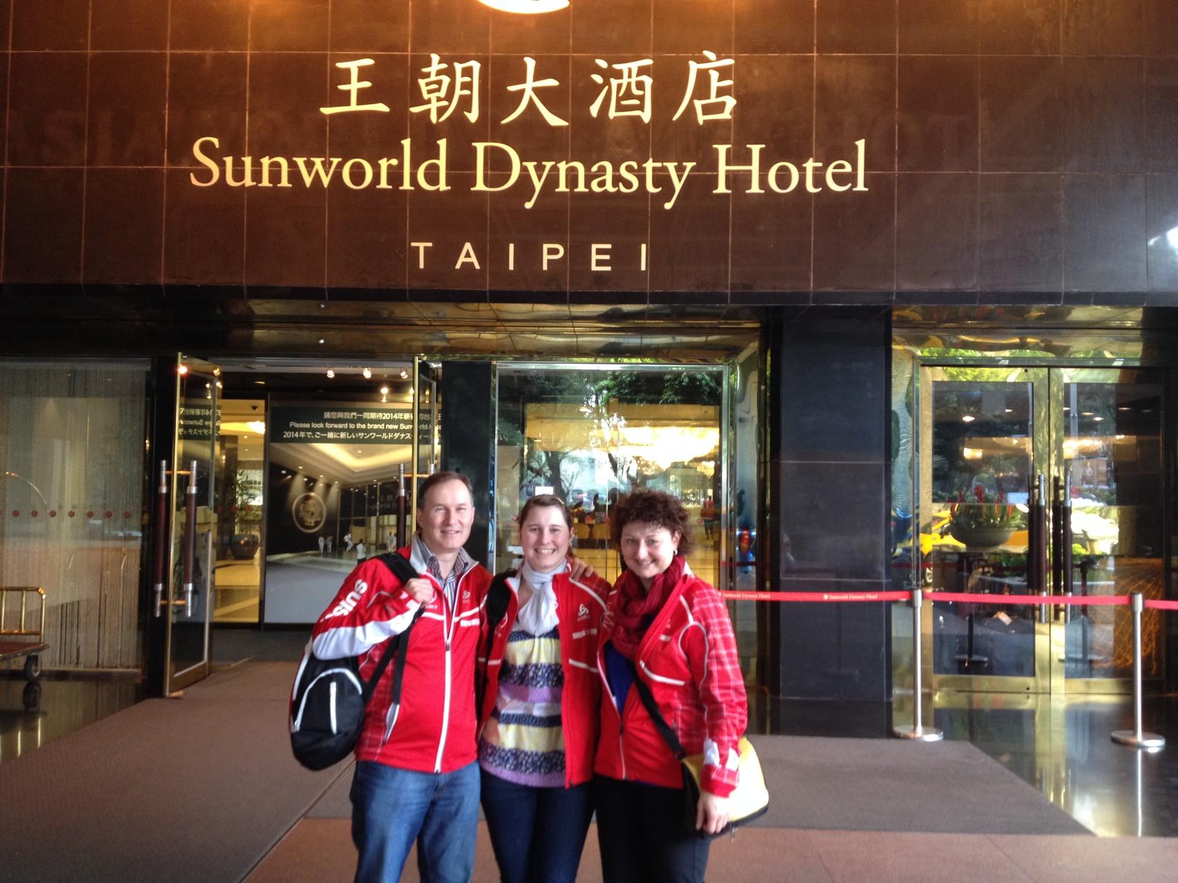 Eintreffen von Vanessa Schnyder und den Eltern in Taiwan