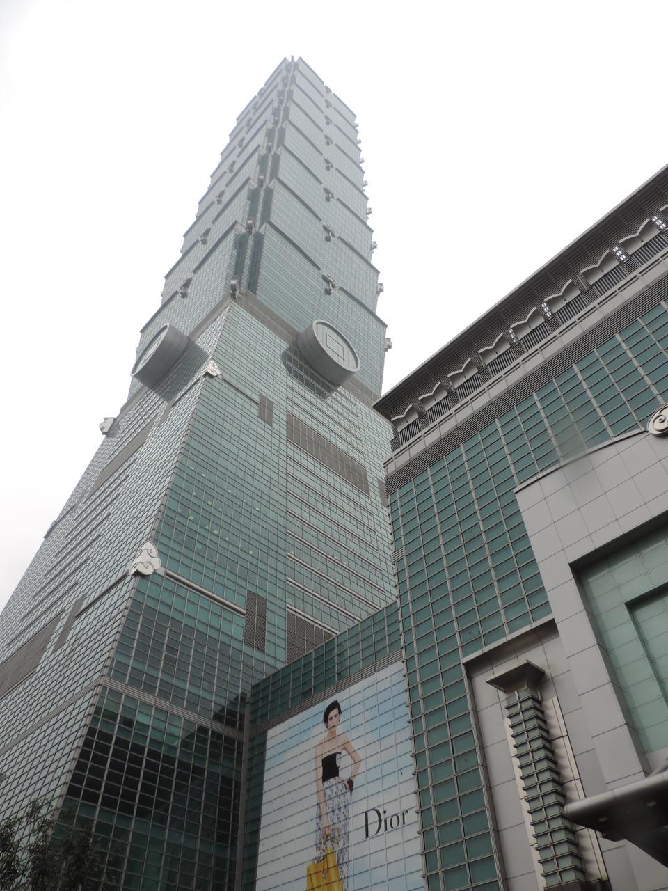 1O1, das zweithöchste Hochhaus der Welt, gewaltig