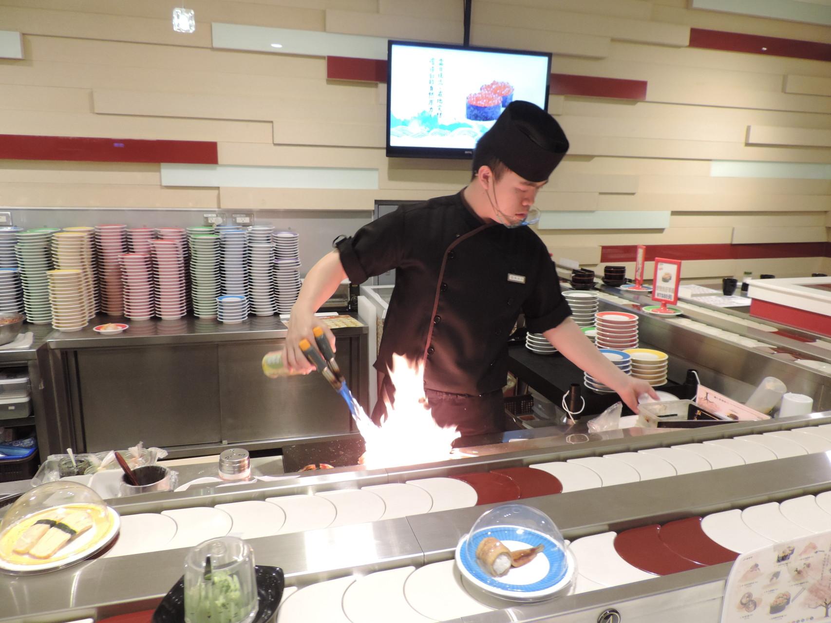 Wie grilliert man Crevetten in Taiwan? Mit zwei Bunsenbrenner gleichzeitig.