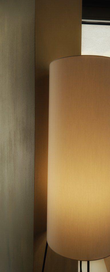 Schimmernde Wandoberfläche kommt mit stimmiger Beleuchtung zur Geltung