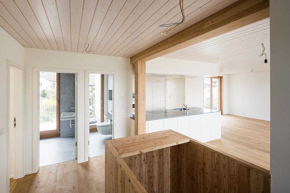 Wohnküche mit Fugenlos-Bädern