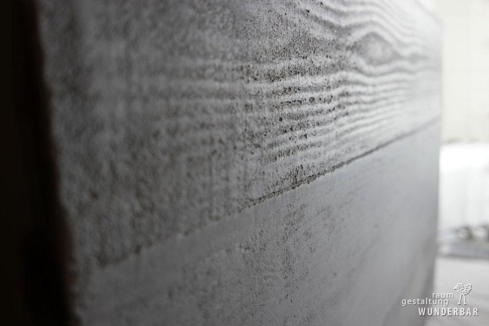 Schalenbeton fürs Wohnzimmer mit natürlichem Kalk - Manufaktur Wunderbar #oberflächenveredelung #kalk #beton #wohnzimmer #handarbeit #kunsthandwerk #lebewunderbar #zurich