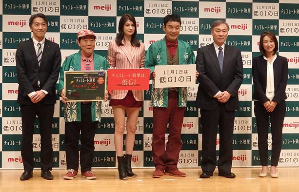 左から明治の萩原部長、上島さん、マギーさん、肥後さん、佐々木代表幹事、湯浅さん