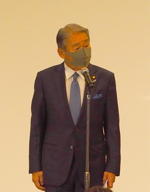 挨拶をする細田会長