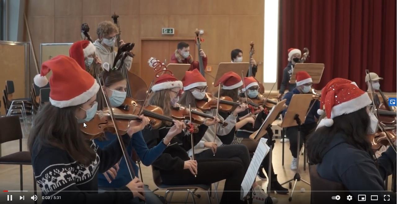 Orchester der Carl Schurz Schule spielt für Kinder im Krankenhaus