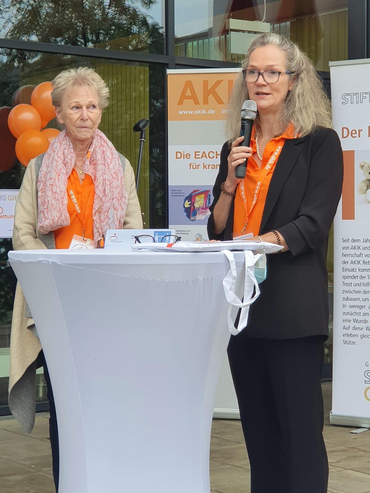 Ingrid Straßer und Karin Schmidt / AKIK