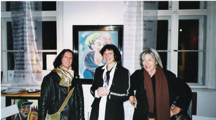 Marike, Luise H. und Katja Kuchinke / Gedichtfahnen an den Fenstern